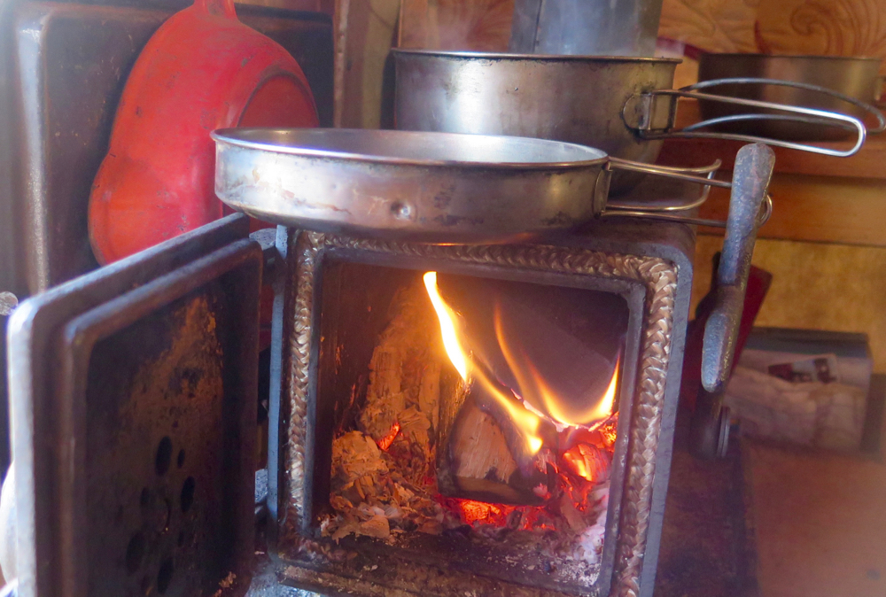 The tiny wagon stove